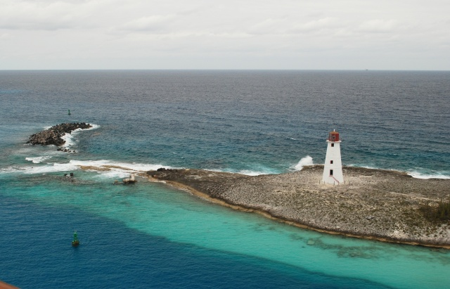 Paradise Island Lighthouse, Nassau, Bahamas   67' (19m)   Built 1816