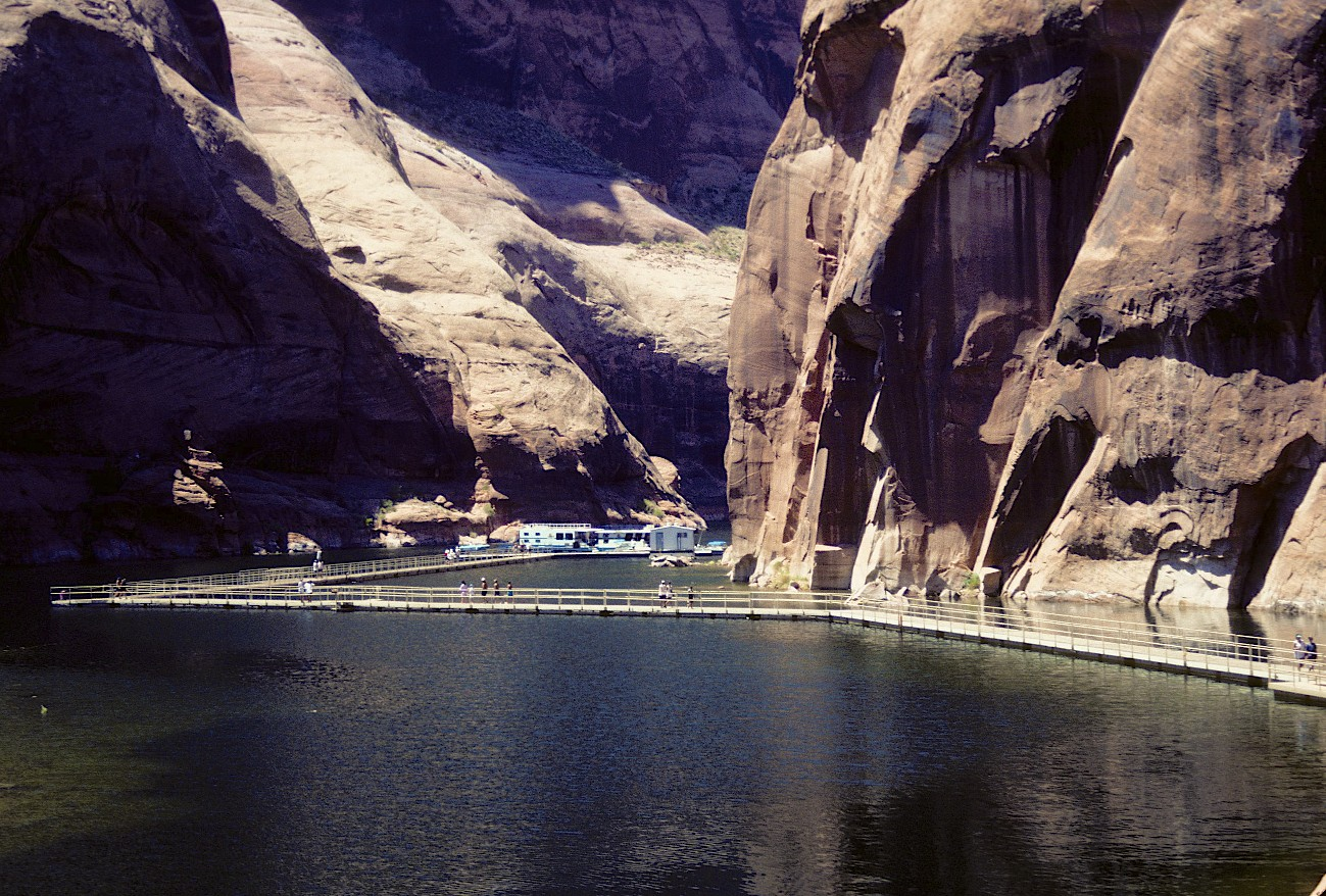 83.013     8-8-95      Lake Powell, UT-AZ., Boat docks ar Rainbow Arch Marina