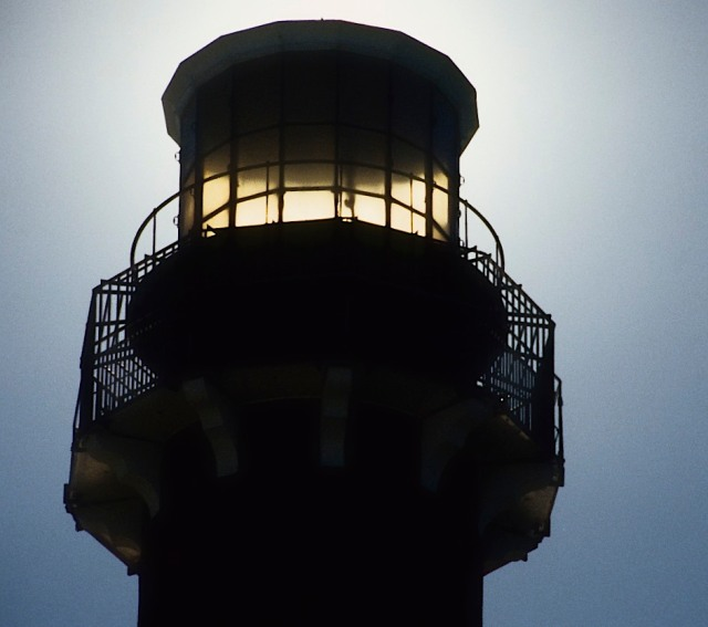 85-054-7-21-96-lbi-barnegat-lighthouse-top-of-lighthouse-with-sun-behind